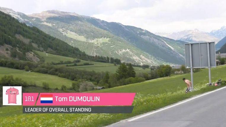 De pitstop van Dumoulin. Hij wond er na de etappe geen doekjes om: 'I needed to shit.' Beeld Rechtenvrij