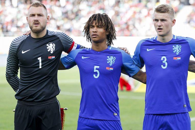 Aké debuteerde voor Oranje in de oefeninterland tegen Marokko. Beeld anp