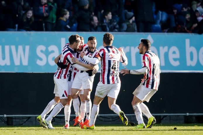 Vreugde bij Willem II nadat Marios Vrousai kort voor tijd voor 2-0 heeft gezorgd tegen NAC.