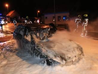 Wagen gaat in vlammen op door technisch defect