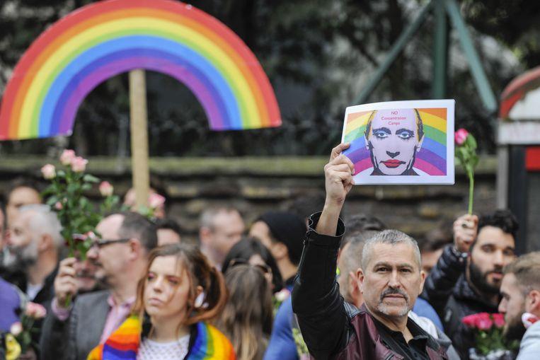 Actievoerders protesteerden in april aan de Russische ambassade in Londen tegen de folteringen van homoseksuelen in Tsjetsjenië.