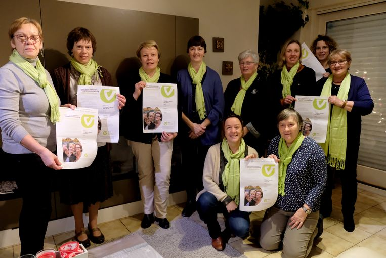Ann Baillieu en Hilde Leyre en daarachter Lut Geerardyn, Marina Vercoutter, Micheline Veramme, Marie-Paule Debaere, Jacqueline Descamps, Valerie Ester, Charlotte Vermeulen (consulente voor KVLV), en Josiane Battel