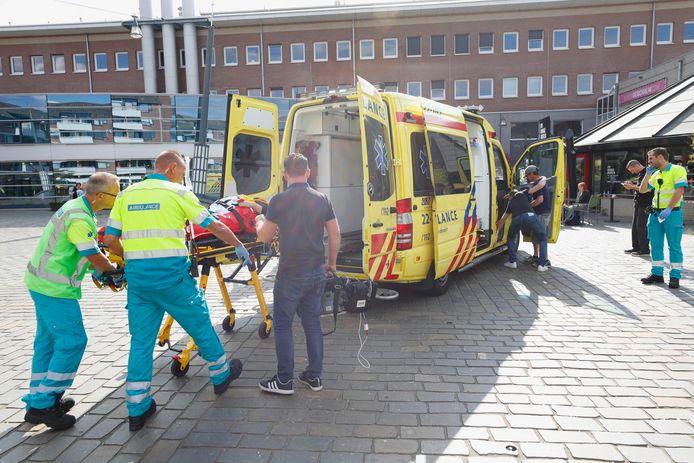 Auto rijdt terras op in Veldhoven.