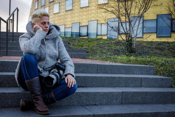Fotografe Kim Stellingwerf is boos. Ze mocht niet fotograferen tijdens een bruiloft in het gemeentehuis.