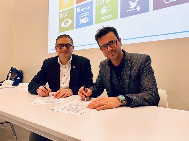 Ondertekening contract tussen CIFAL en Hogeschool PXL: Peter Wollaert en Ben Lambrechts.