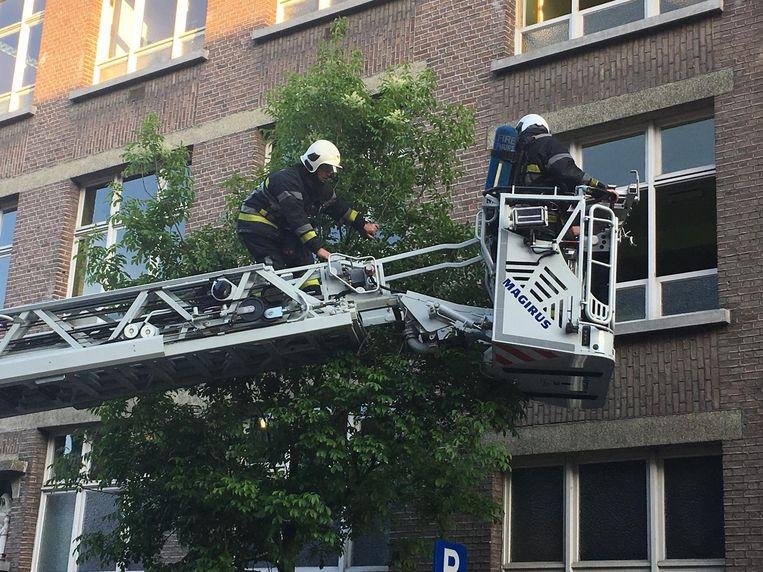 De brandweer zette ook de ladderwagen in.