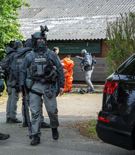 Mestkelder nog vol drugsafval: bewoners laten resten mega-methlab op erf 'gewoon' liggen