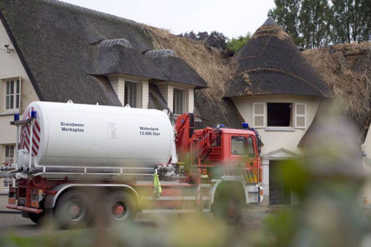 Brandweerwagen voor de villa van de Nederlander Wim B. in de Belgische grensplaats Merksplas. Foto ANP Beeld