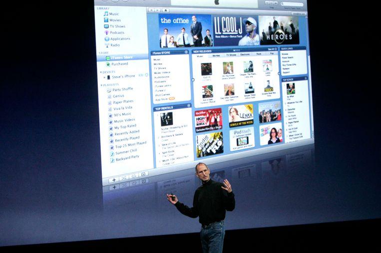 In 2008 sprak wijlen Steve Jobs over het vernieuwde iTunes op een media-event in San Francisco. Na achttien jaar komt er een einde aan iTunes. Archiefbeeld.