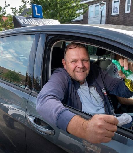 Spuugscherm in de auto? Of goed luchten? Sowieso duizenden euro's verlies: afrijden in coronatijd, hoe dan?