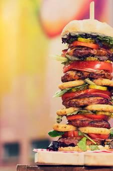 Arnhems restaurant serveert hamburger van halve meter hoog
