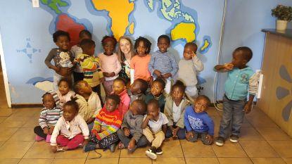 """Caro op Zuid-Afrikaanse stage haalt lokale krant: """"Corona is regelrechte ramp voor de kinderen op mijn stageplek"""""""