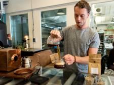 Dennis (28) schenkt beste bakkie: 'Ik benader koffie als wijn'