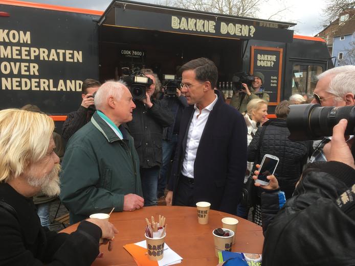 Fred Lageweg in gesprek met Rutte