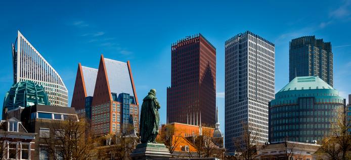 De ministeries van Veiligheid en Justitie, Sociale Zaken en Werkgelegenheid, Volksgezondheid, Welzijn en Sport en Binnenlandse Zaken en Koninkrijksrelaties. De vloeren van de twee middelste torens zijn gebouwd met gebruik van breedplaten.