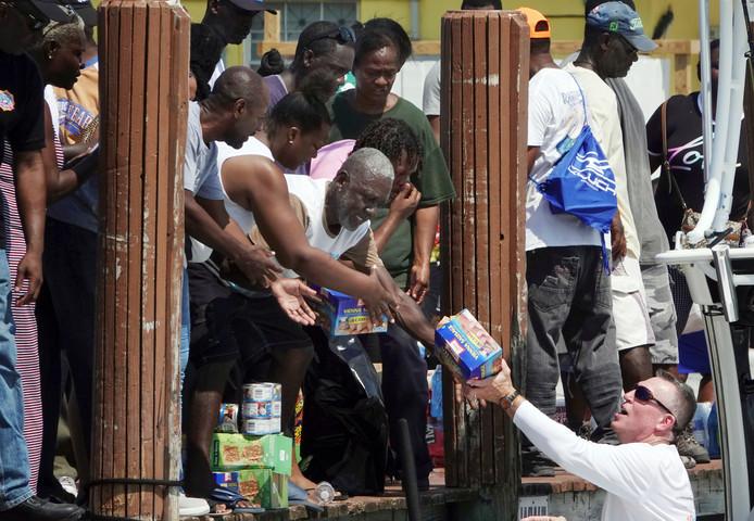 Les sinistrés attendent impatiemment de l'aide, de l'eau, de la nourriture