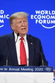 """À Davos, Trump fustige les """"prophètes de malheur et leurs prédictions de l'apocalypse"""" devant Greta Thunberg"""