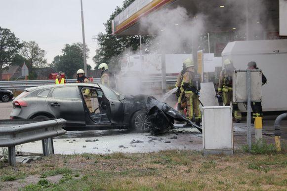 Het voorste deel van de auto brandde volledig uit