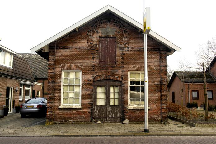 De synagoge, nog voordat de ramen dicht werden getimmerd.