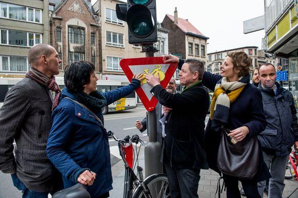 Sp.a voert al jaren actie voor het toelaten van rechtsaf door het rood op een aantal kruispunten, zoals hier aan de Carnotstraat-Kerkstraat.