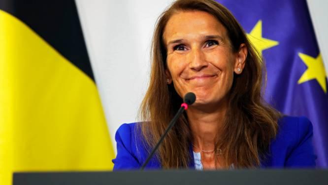 """Sophie Wilmès bedolven onder steunbetuigingen: """"Veel moed, we weten dat je sterk bent"""""""