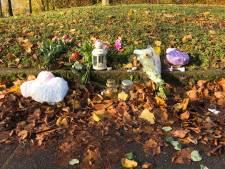 Bloemen op plek waar 4-jarig meisje verongelukte op Leusderweg