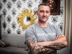 """Il ne veut plus de ses tatouages nazis: """"Un étranger sympa m'a ouvert les yeux en prison"""""""