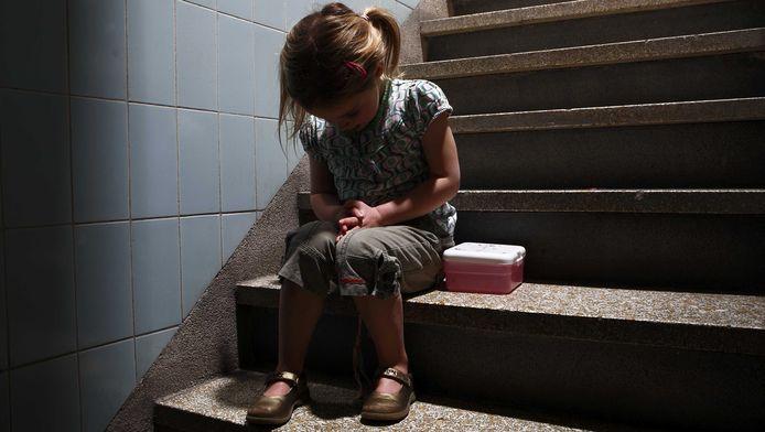 Staatssecretaris Martin van Rijn (Volksgezondheid) scherpt de afspraken rond het signaleren van kindermishandeling aan.
