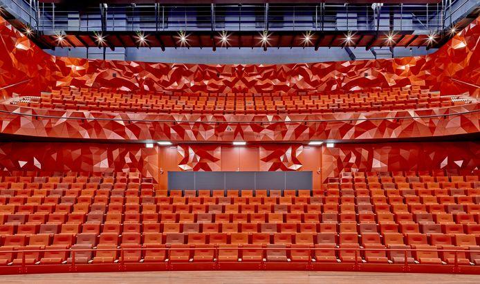 Theater Zuidplein opent bijna de nieuwe deuren van het theater. In de vertrouwde rode kleuren, maar gloednieuw.