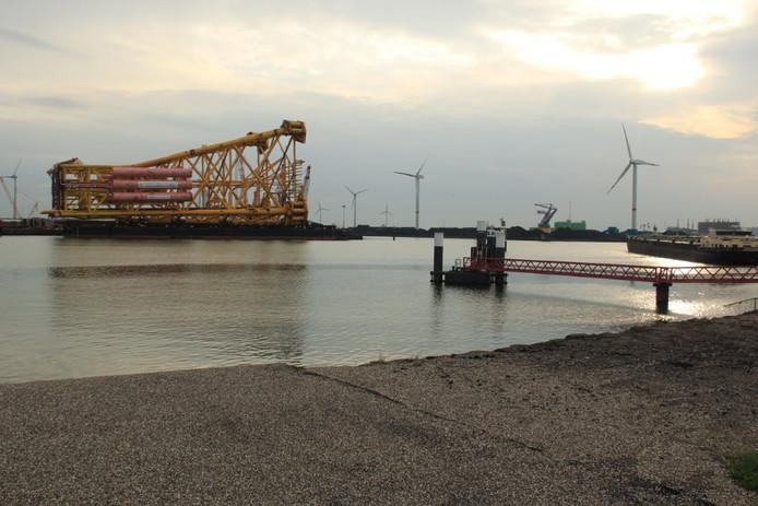 Vertrek jacket naar noordelijke wateren van Europa (Heerema)