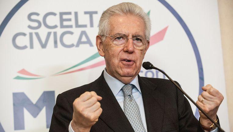 De huidige Italiaanse premier Mario Monti gisteren tijdens een persconferentie over de verkiezingen. Beeld getty