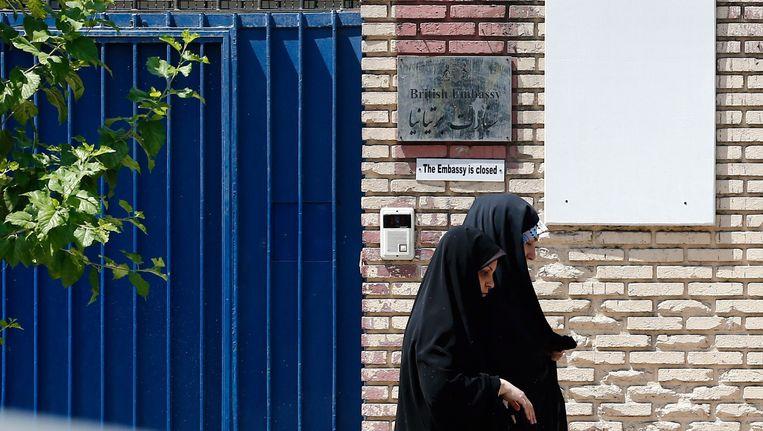 De poort van de Britse ambassade in Teheran. Beeld anp