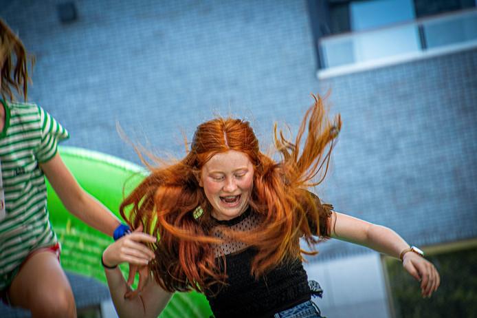 Op het Pieter Vreedeplein is van alles te doen voor roodharige kinderen, zoals een stormbaan en kinderdisco.