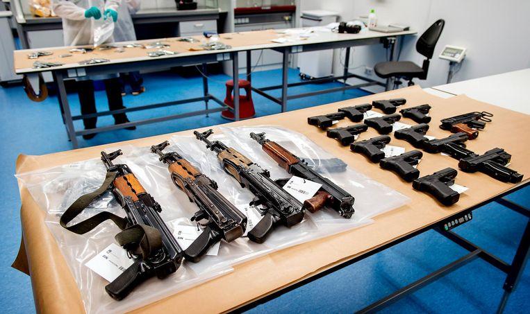 Nog meer wapens die werden aangetroffen in een opslagruimte in Nieuwegein. Beeld anp