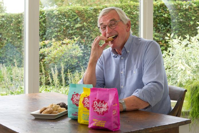 Eef Boogmans, bakker van 68 jaar, maakt furore met koekjes Dutch & Dapper die hij heeft ontwikkeld met een collega. ,,Van een lekker koekje word je niet dik.''