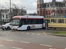 Museumtram botst tegen gloednieuwe HTM-bus op Statenplein
