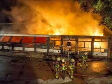 Gennepse brandweer laat zien hoe je een woningbrand dooft