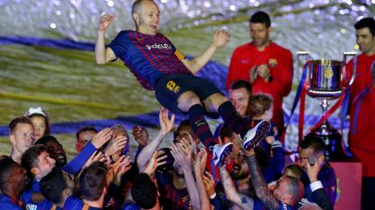 VIDEO. Iniesta verwelkomt ex-teammaats Barcelona in Japan