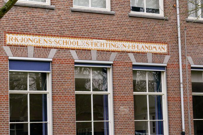 Tot 1974 was de Dr. Landmanschool in Helvoirt een jongensschool.