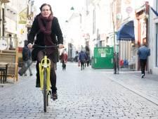 Huisarts komt met de felgele spoedfiets in hartje Nijmegen
