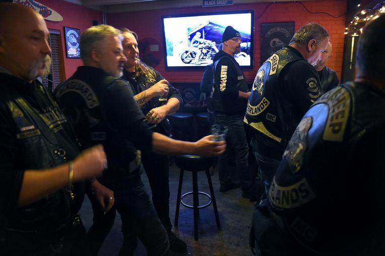 Clubavond Motorclub Black Sheep in Ede. Beeld Marcel van den Bergh / de Volkskrant