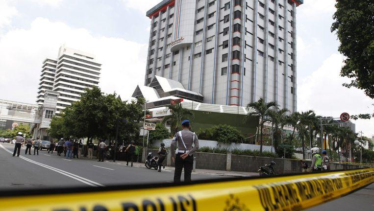 Een beeld van de politie die een straathoek afsluit waar een van de aanslagen plaatsvond. Beeld epa