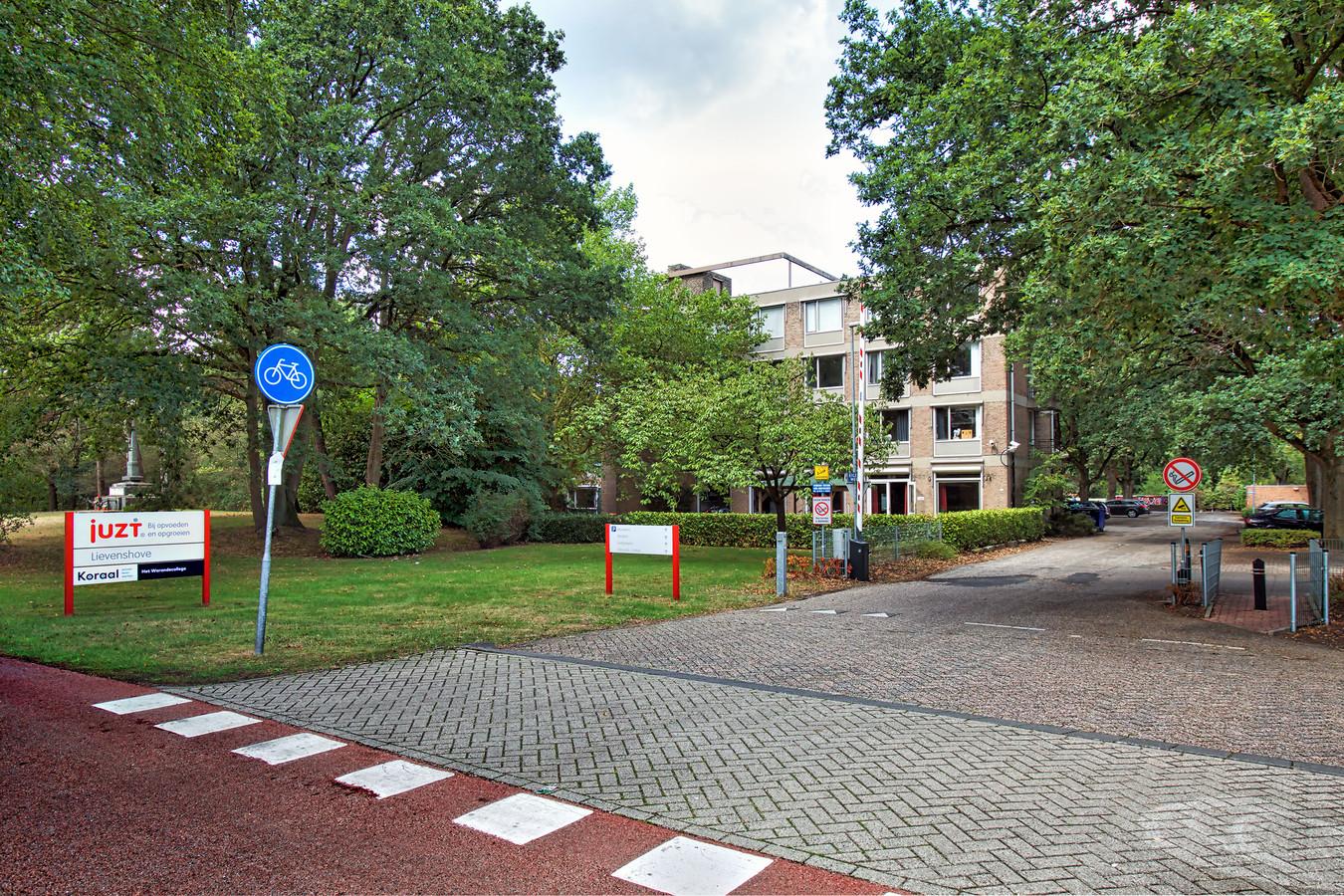 De in zwaar weer zittende jeugdzorginstelling Juzt telt diverse centra in West-Brabant en Zeeland waar jongeren met (gedrags)problemen worden opgevangen en begeleid. Zoals - op deze foto - Lievenshove in Oosterhout.  Foto Johan Wouters / Pix4Profs