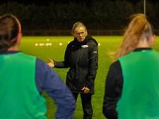 Opmars na vier zeperds: vertrouwen van trainer Rikkers in voetbalsters SSS betaalt zich uit
