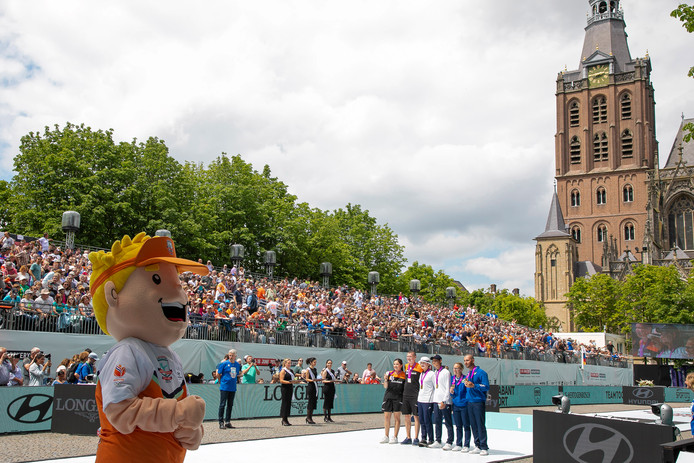 Volle tribunes op de Bossche Parade tijdens het WK handboogschieten.
