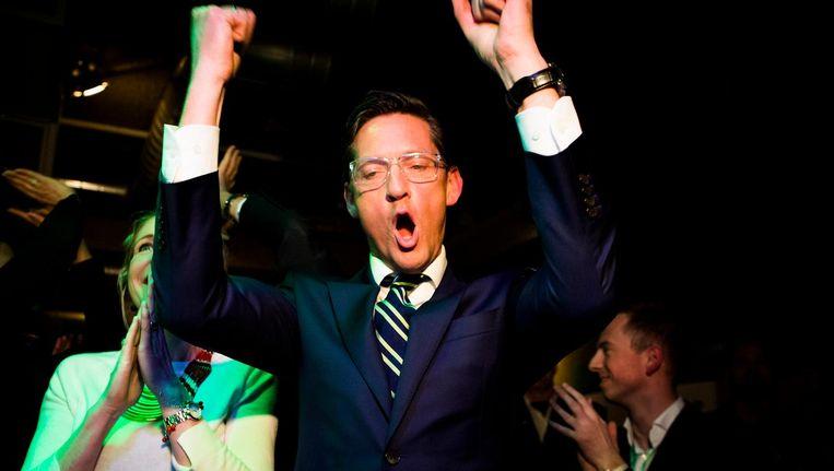 Joost Eerdmans (Leefbaar Rotterdam) reageert na de eerste exitpolls van de gemeenteraadsverkiezingen in Club NORA in Rotterdam. Beeld Freek van den Bergh