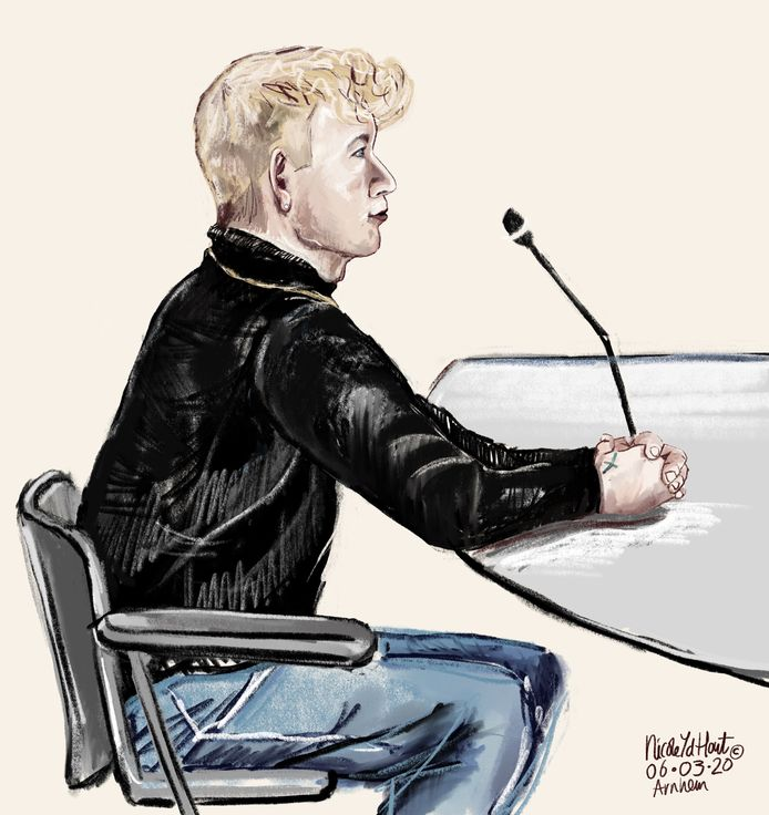 De 22-jarige verdachte man uit Nijkerk voor de rechtbank in Arnhem.