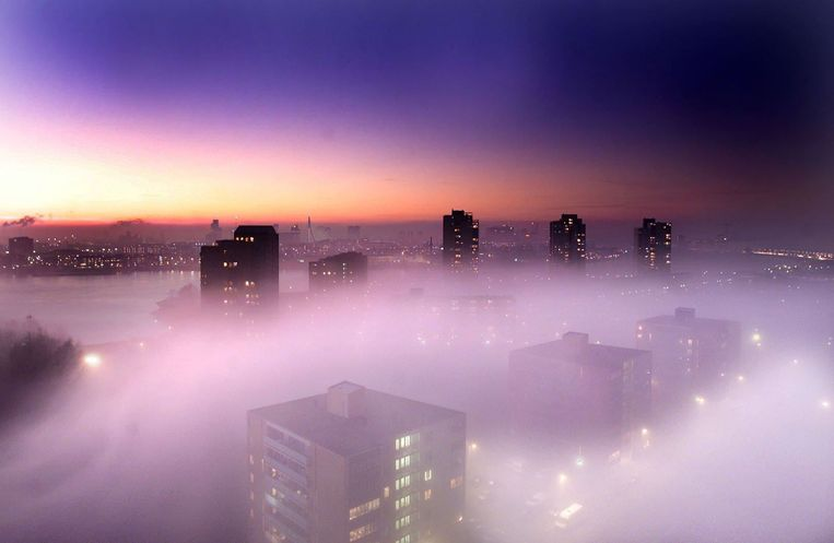 Rotterdam in de mist.  Beeld ANP