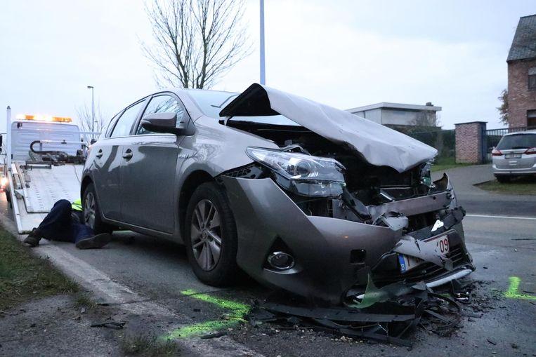 In Denderleeuw verloor een bestuurder de controle over zijn stuur. Hij reed frontaal in op een tegenligger.
