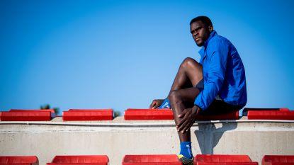 """Michael Ngadeu is sterkhouder op het veld en inspirator ernaast: """"Veel jonge Afrikanen dromen niet meer"""""""